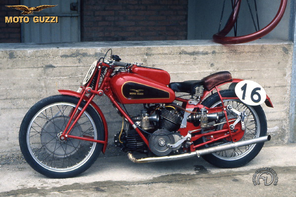 Moto Guzzi V twin motocyclette motorrad motorcycle vintage classic classique scooter roller moto scooter