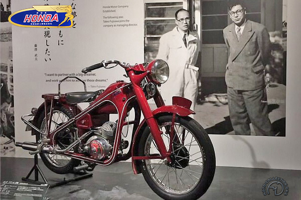 Honda Dream type D  motocyclette motorrad motorcycle vintage classic classique scooter roller moto scooter