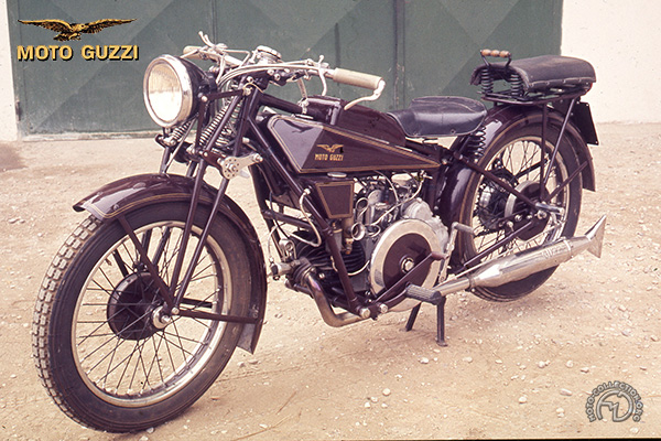 Moto Guzzi Sport 14 motocyclette motorrad motorcycle vintage classic classique scooter roller moto scooter