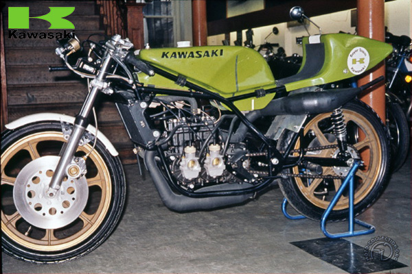 Kawasaki KR  motocyclette motorrad motorcycle vintage classic classique scooter roller moto scooter