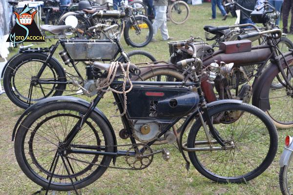 Motosacoche Type A (moteur caréné pour vélo) motocyclette motorrad motorcycle vintage classic classique scooter roller moto scooter