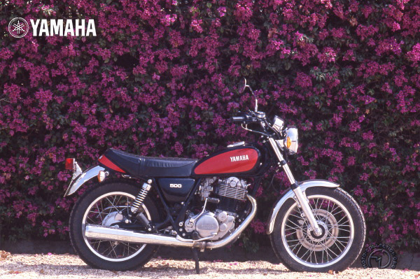 Yamaha SR motocyclette motorrad motorcycle vintage classic classique scooter roller moto scooter