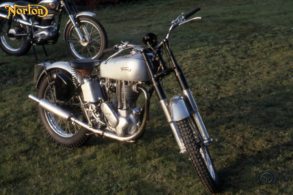 Norton T Trials motocyclette motorrad motorcycle vintage classic classique scooter roller moto scooter