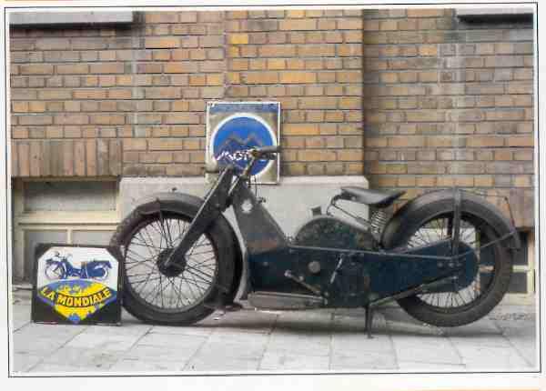 La Mondiale Tourisme à selle motocyclette motorrad motorcycle vintage classic classique scooter roller moto scooter