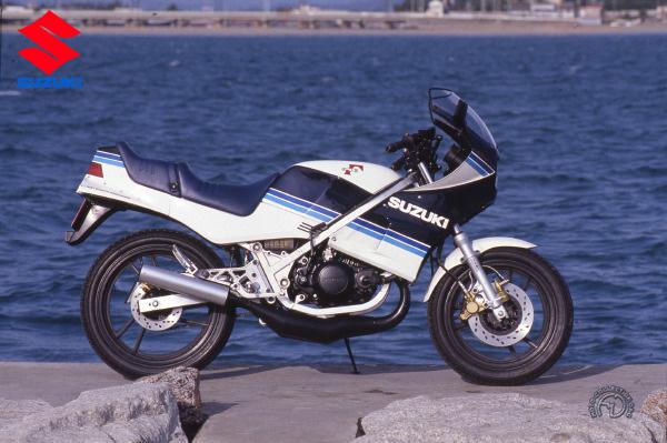 Suzuki RG Gamma motocyclette motorrad motorcycle vintage classic classique scooter roller moto scooter