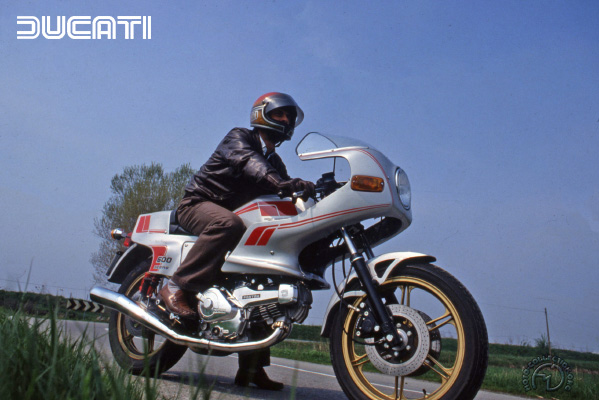 Ducati Pantah motocyclette motorrad motorcycle vintage classic classique scooter roller moto scooter