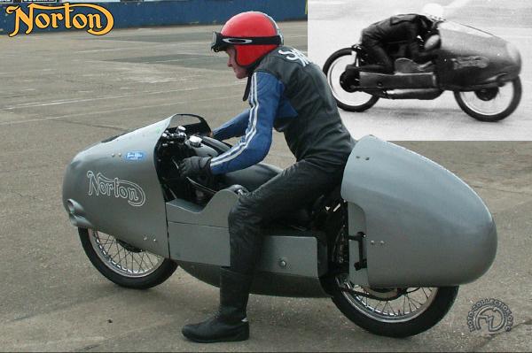 Norton Manx Kneeler motocyclette motorrad motorcycle vintage classic classique scooter roller moto scooter