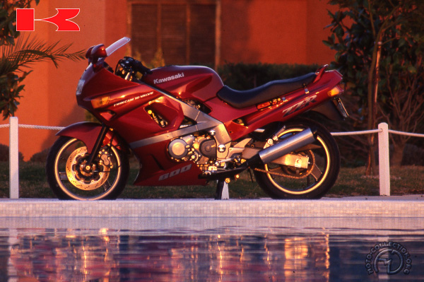 Kawasaki ZZ R (ZX D) motocyclette motorrad motorcycle vintage classic classique scooter roller moto scooter