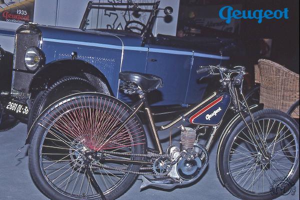 Peugeot P 50 D vélomoteur dame motocyclette motorrad motorcycle vintage classic classique scooter roller moto scooter