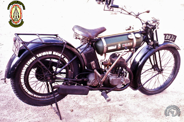 BSA B 25 Round fuel tank  motocyclette motorrad motorcycle vintage classic classique scooter roller moto scooter