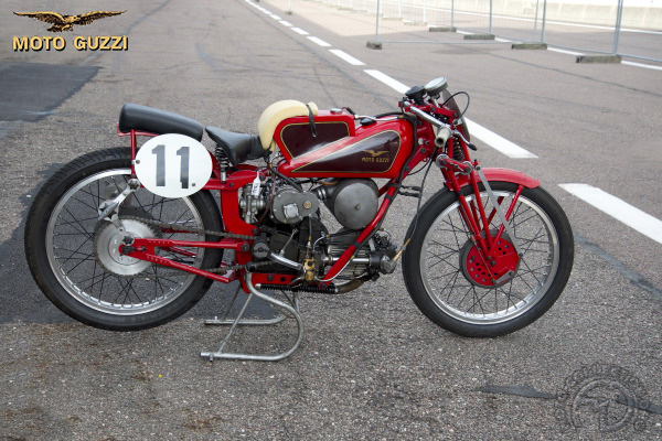 Moto Guzzi Compresseur motocyclette motorrad motorcycle vintage classic classique scooter roller moto scooter
