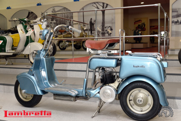Lambretta Innocenti B  motocyclette motorrad motorcycle vintage classic classique scooter roller moto scooter