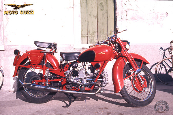 Moto Guzzi Astore motocyclette motorrad motorcycle vintage classic classique scooter roller moto scooter
