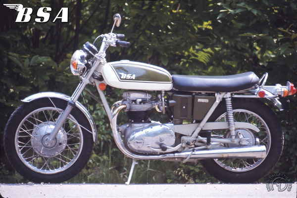 BSA A 65 T Thunderbolt motocyclette motorrad motorcycle vintage classic classique scooter roller moto scooter