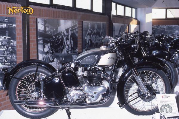 Norton model 7/1 motocyclette motorrad motorcycle vintage classic classique scooter roller moto scooter