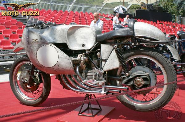 Moto Guzzi 4 cyl. en ligne motocyclette motorrad motorcycle vintage classic classique scooter roller moto scooter