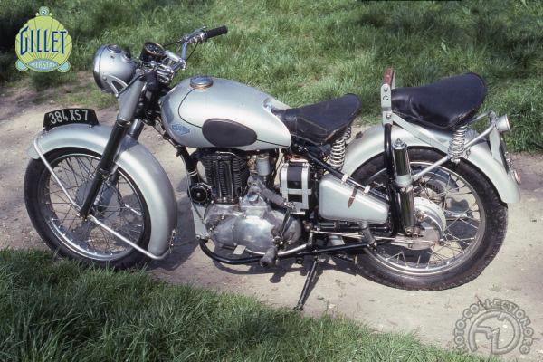 Gillet Herstal C (sport) et 400 motocyclette motorrad motorcycle vintage classic classique scooter roller moto scooter