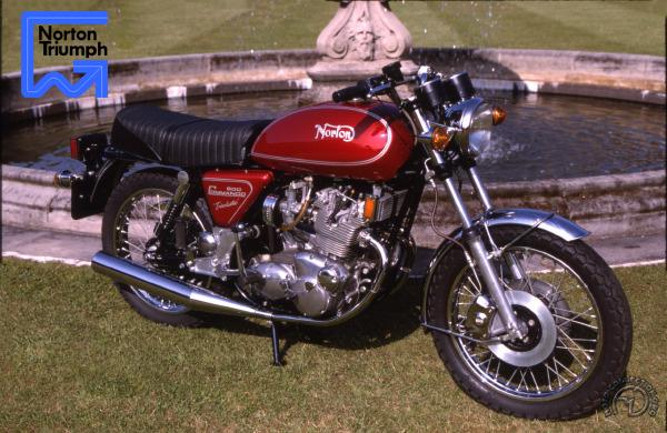 Norton Trisolastic à moteur Triumph motocyclette motorrad motorcycle vintage classic classique scooter roller moto scooter
