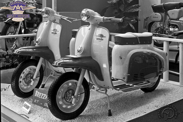 Aermacchi Harley Davidson Brezza motocyclette motorrad motorcycle vintage classic classique scooter roller moto scooter
