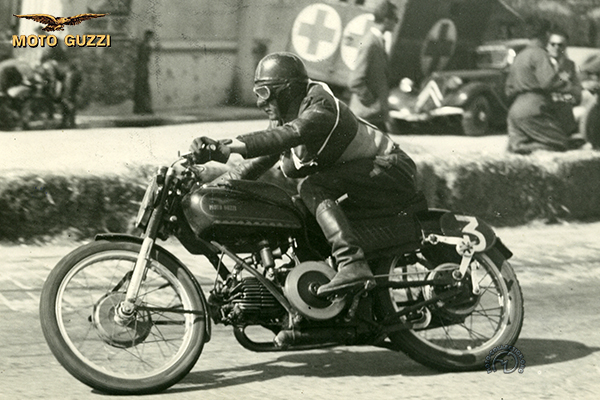 Moto Guzzi Dondolino motocyclette motorrad motorcycle vintage classic classique scooter roller moto scooter