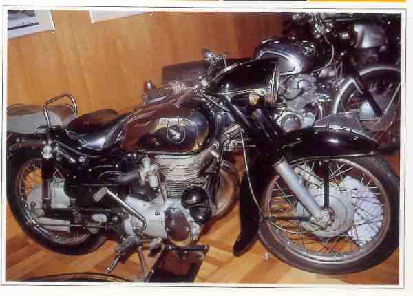 Honda SB Dream  motocyclette motorrad motorcycle vintage classic classique scooter roller moto scooter
