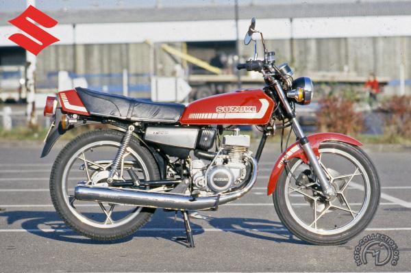 Suzuki GT  motocyclette motorrad motorcycle vintage classic classique scooter roller moto scooter